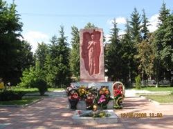 Памятник на воинском захоронении в д.Топоричный Дмитровского р-на Орловской области