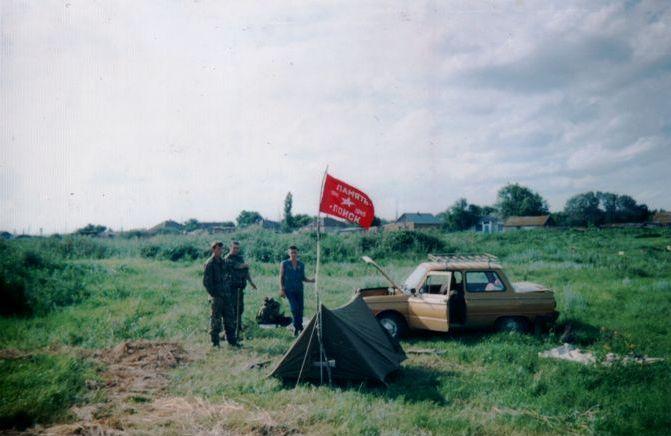 Лагерь поисковиков на окраине х. Новомарьевка