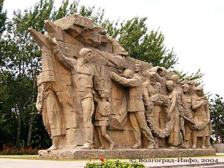 Скульптурная композиция в честь отдавших жизни в годы Великой Отечественной войны